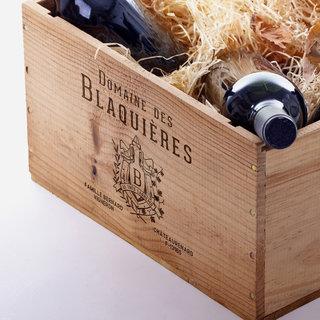 Marquage sur caisse de vin